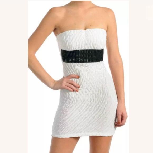 77ee0831dc3 White Strapless Crinkle Texture Belt Tube Dress